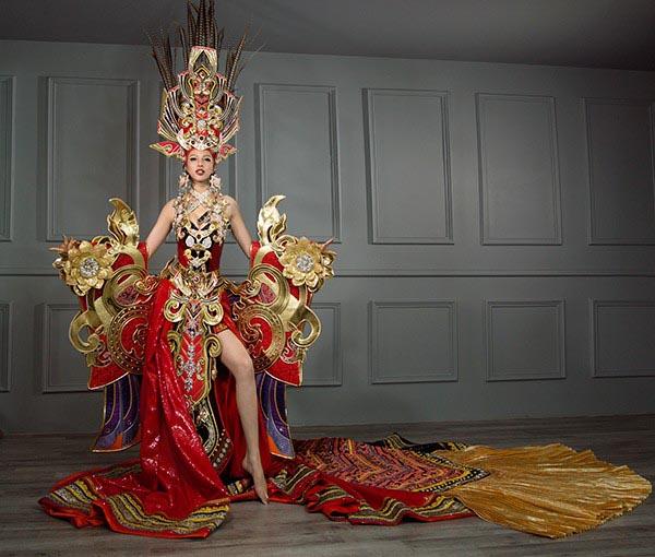 Vẻ đẹp nóng bỏng của nhan sắc Việt được mệnh danh là Mỹ nhân quyến rũ nhất châu Á - Ảnh 2.